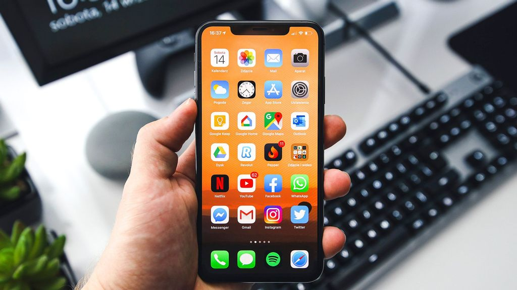 The latest Apple smartphone might be equipped with an always-on display. (Sebastian Bednarek/Unsplash)