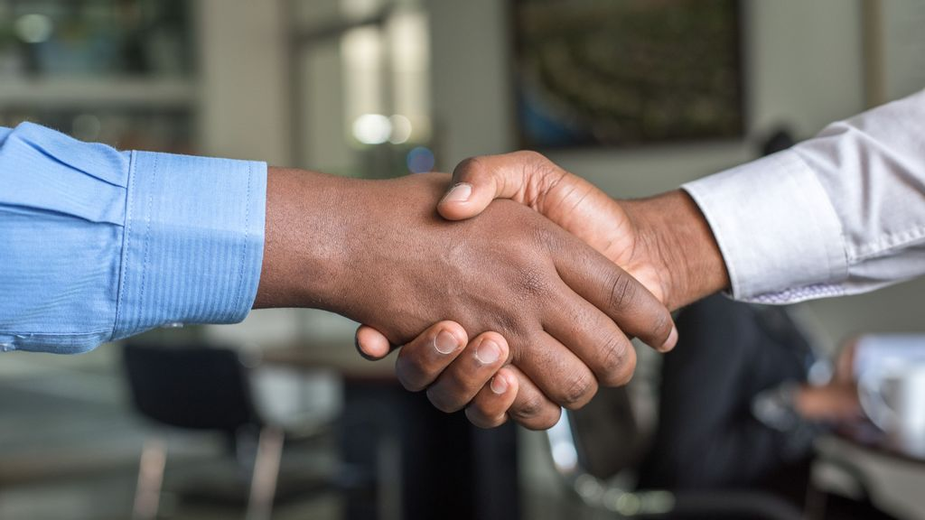 Effective leaders know the power of good connections and how to harness them to win more clients. (Cytonn Photography/Unsplash)br